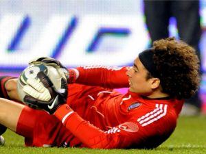 Ajaccio empata con Nimes con Ochoa como titular
