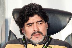 Maradona es operado de la vista en Argentina