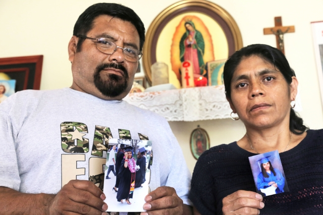 Joel Mateo y  María Jiménez rezan para que  su hija, la soñadora  Lizbeth Mateo, regrese pronto.