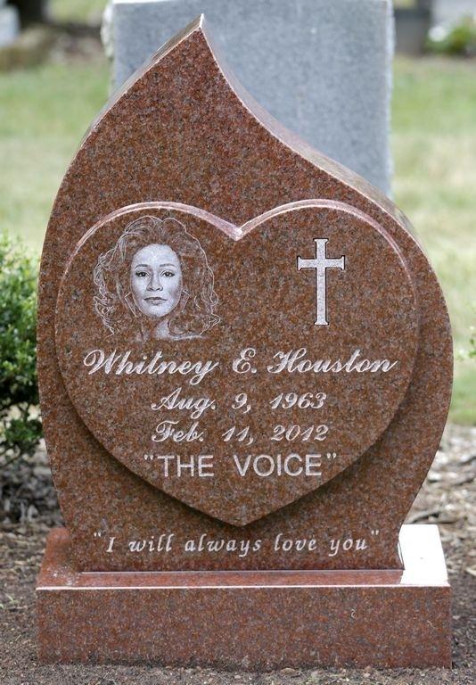 """""""I Will Always Love You"""" dice lápida de Whitney Houston"""