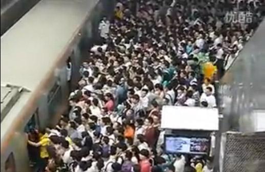 El terminal sirve de conexión entre la Línea 13  y la de Changping.
