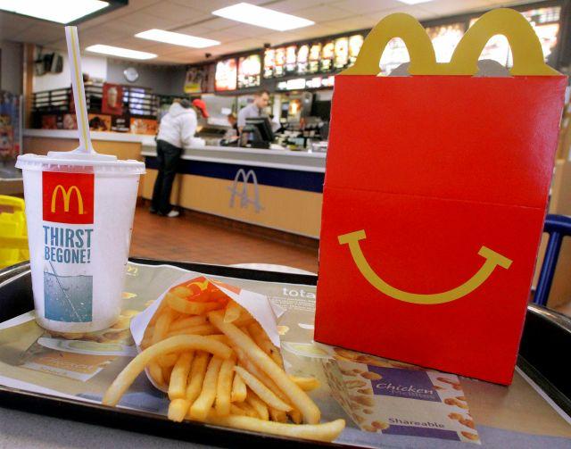 """Multan a McDonald's en México por engañar con """"Cajita Feliz"""""""