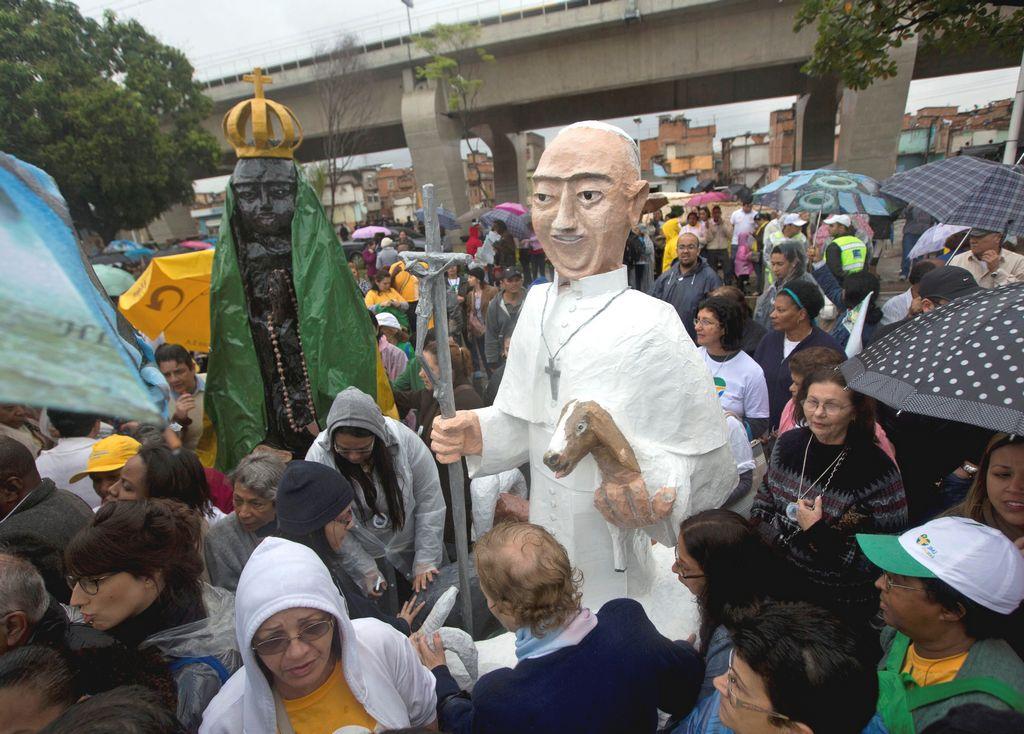 Papa Francisco visita peligrosa favela en Brasil (en vivo)