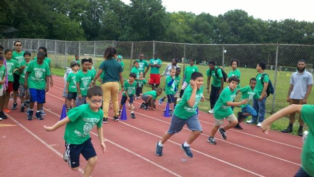En el Día deportivo, los participantes aprenden  varias disciplinas.