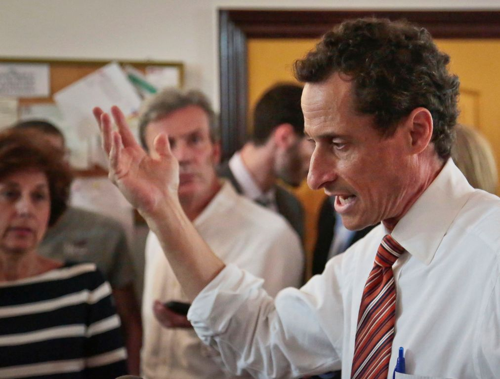Dimite director de campaña de Weiner por escándalo en NYC