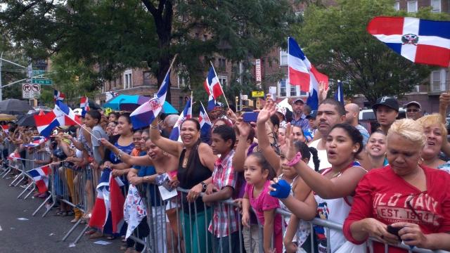 Ambiente político marca desfile dominicano