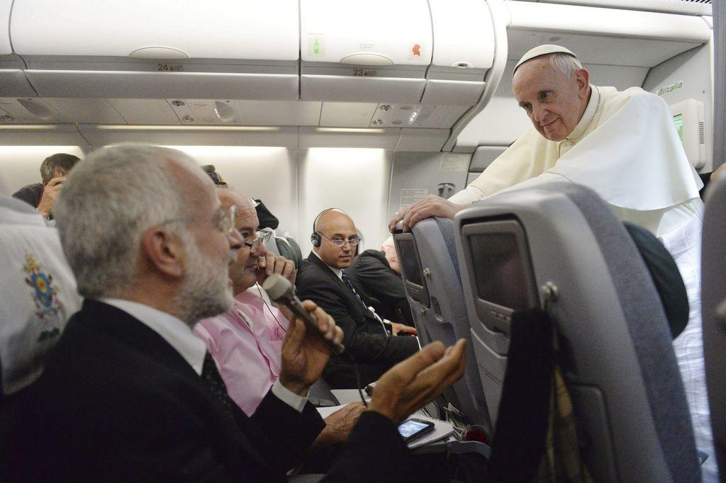 Papa Francisco perdona y olvida pecados de sacerdotes gays