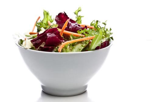 La  ensalada mixta que contiene el parásito y que se distribuye a escala nacional incluye lechuga romana y repollada, repollo colorado y zanahorias.