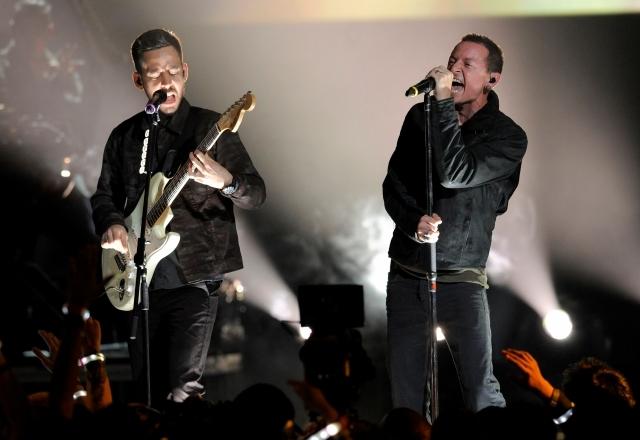 Mike Shinoda (izq.)  y Chester Bennington, de Linkin Park, actuarán el sábado.