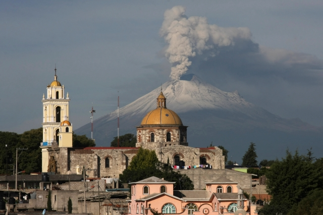 San Damián Texoloc,está situada en la falda del volcán Popocatépetl.