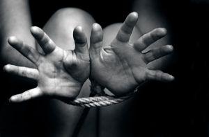 """""""Vamos a matarla con el taladro"""", en video las torturas a niñas secuestradas para prostitución en Colombia"""