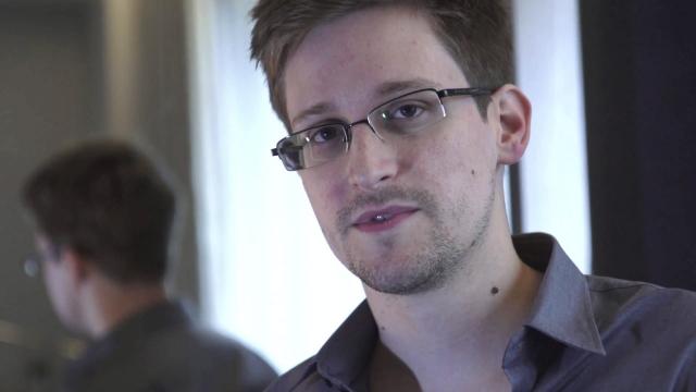 Snowden obtiene asilo de Rusia por un año