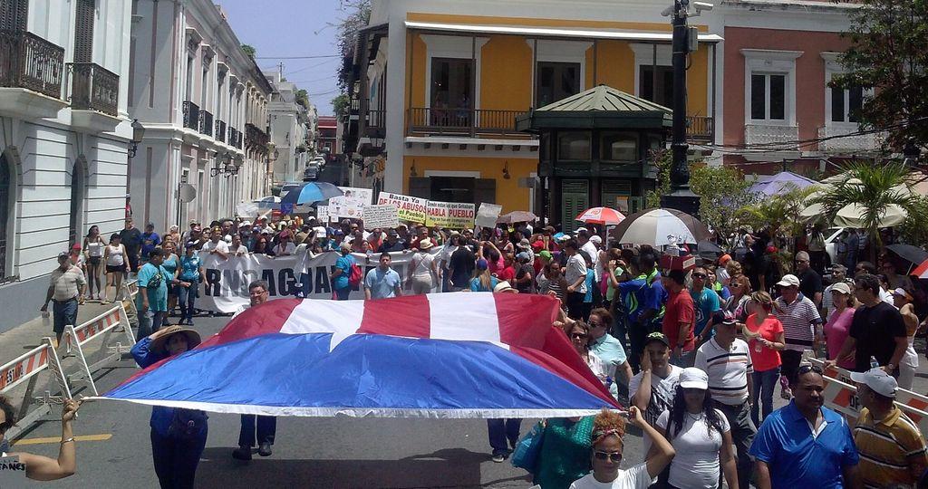 Miles en Puerto Rico piden renuncia del Gobernador (fotos)