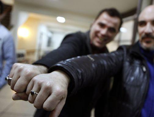 Uruguay registra el primer matrimonio gay (fotos)
