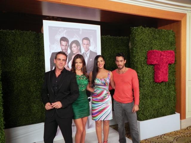 Carlos Ponce, Ximena Duque, Gaby Espino y Aarón Díaz en el evento del presentación.