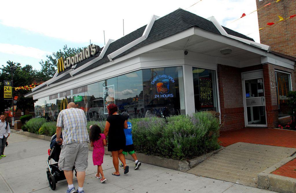 Arrestan a joven que abusó de niña en McDonalds de Queens