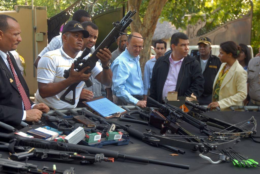 Olvidan millonaria incautación 14 policías dominicanos