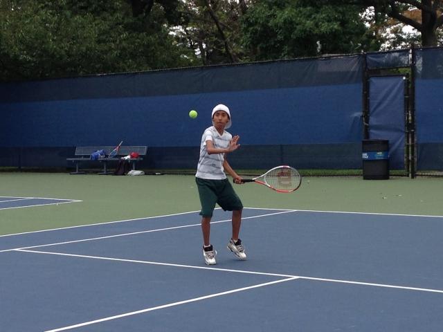 Niños hispanos se gozan el tenis en NYC