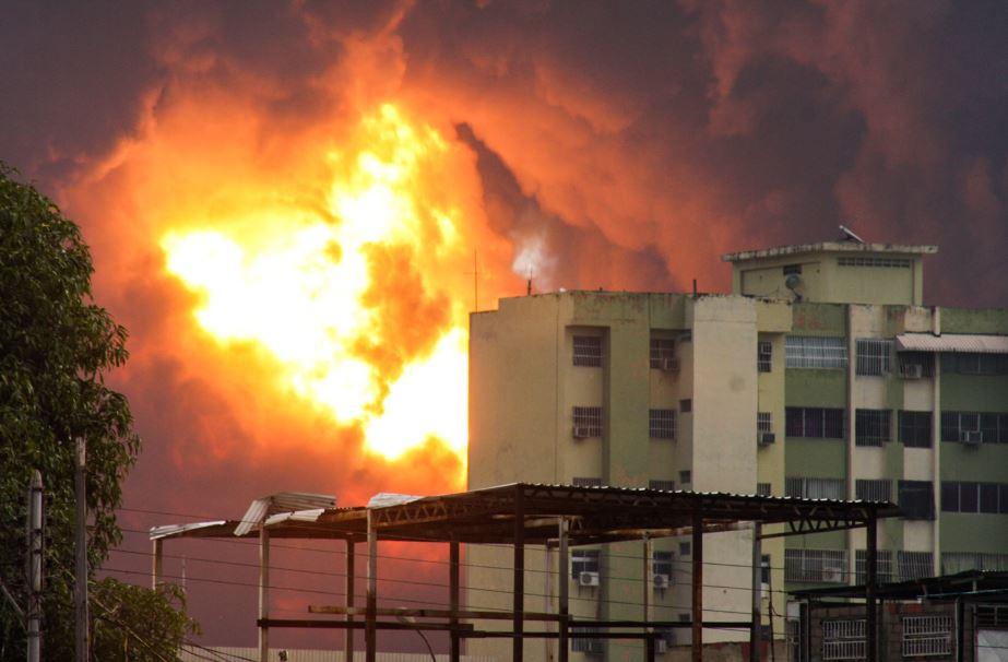 Vista general del incendio que se produjo en la refinería de la estatal Petróleos de Venezuela (PDVSA).
