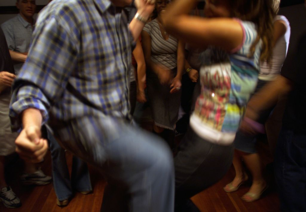 Alarma por baile de la 'ruleta sexual' entre jóvenes