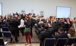 Diputados mexicanos sesionan en sede alterna