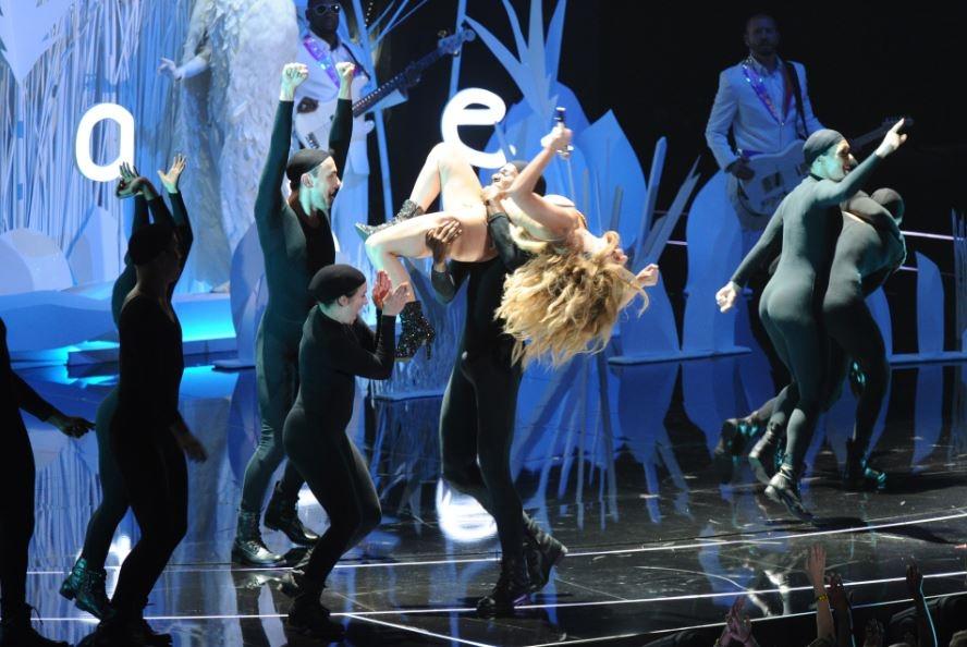 Lady Gaga inaugura ceremonia de Premios MTV (video)