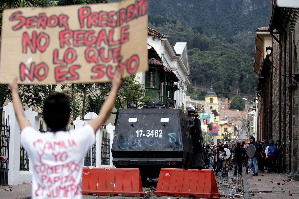 Presidente Santos ordena militarizar Bogotá (Video)