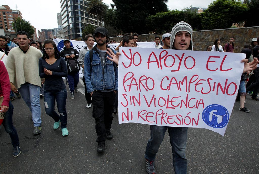 Gobierno acusa de vándalos a las FARC