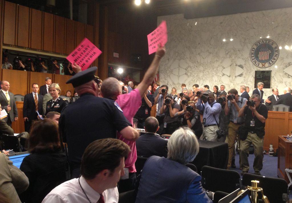 Senador Bob Menéndez apoya ataque contra Siria