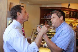 Anthony Weiner pelea con ciudadano en Brooklyn (video)