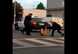 Video capta golpiza de latino por policia de Long Beach