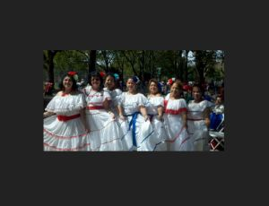 """Abuelas """"dinámicas"""" del baile encienden Loisaida"""