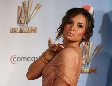Demi Lovato escribirá libro con versión en español