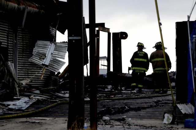 Vista de parte de la zona devastada por el incendio reportado ayer en Seaside Park, en Nueva Jersey.