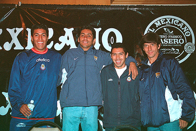 Jorge Campos (segundo de izquierda a derecha) es un ícono del fútbol mexicano.