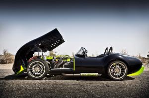 Lucra pone un pie firme en los autos deportivos en EEUU