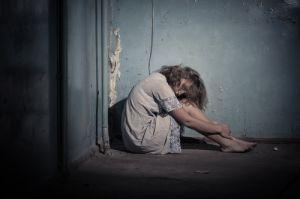 Acusan a hombre en Florida por intentar exorcizar a su novia