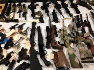 Hispanos piden  control de armas