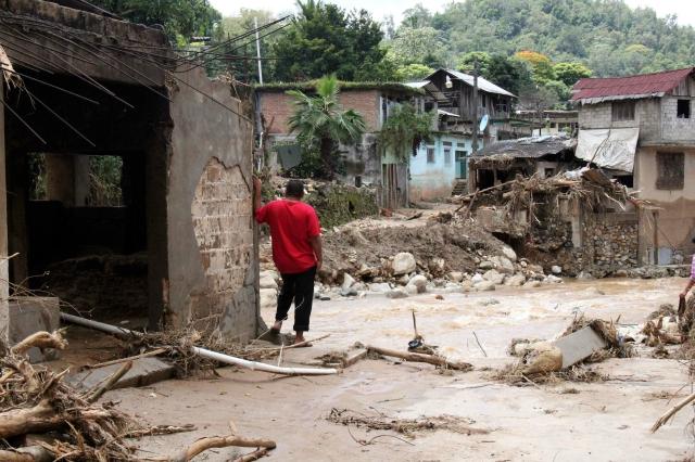 Asciende a 130 el número de muertos por ciclones