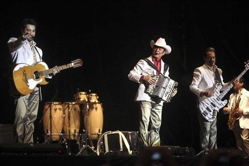 Las figuras sinaloenses de la música regional mexicana enviarán la recaudación a los damnificados de Sinaloa por el paso del huracán Manuel.