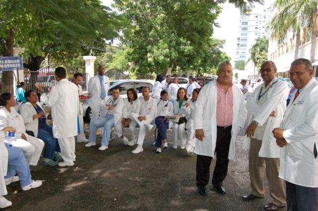 Médicos reclaman aumento salarial en RD