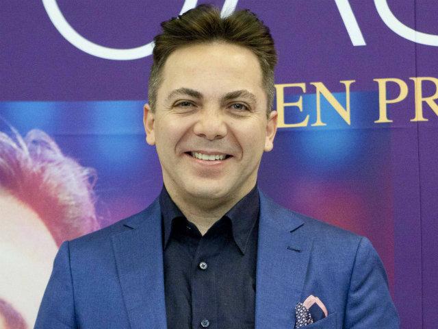 Cristian Castro, pillado muy cariñoso con rubia en Miami