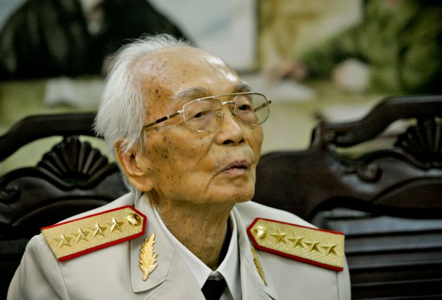 Muere Giap, general vietnamita que venció a Francia y EEUU