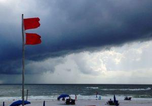 Debilitada tormenta Karen toca costa sur de EEUU