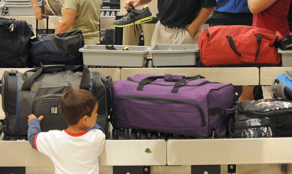 Niño de Minnesota demostró fallos en seguridad aérea