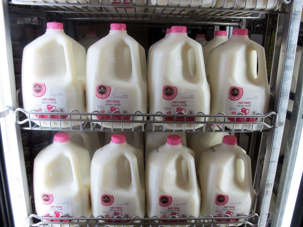 Galón de leche podría subir a $8 debido al cierre de gobierno