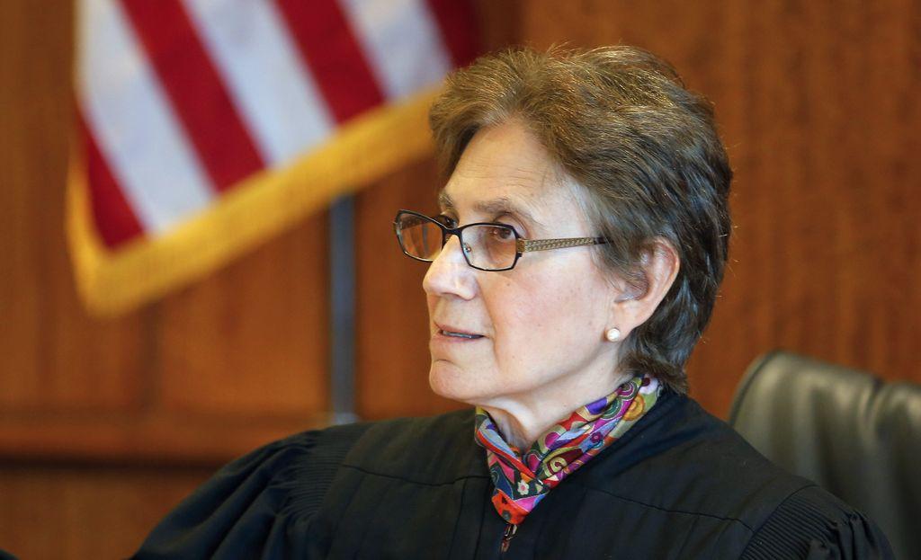 Buscan descalificación de jueza en caso Aaron Hernández