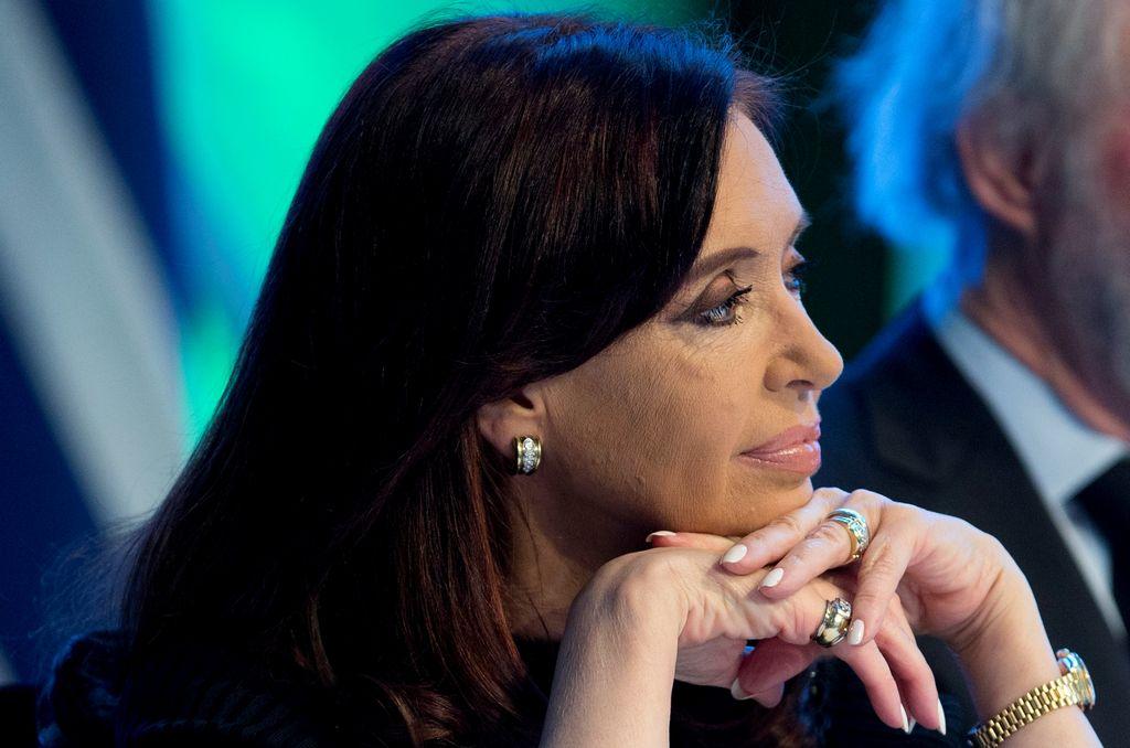 Presidenta argentina Cristina Kirchner sale del hospital