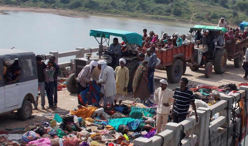 Estampida en la India deja al menos 85 muertos