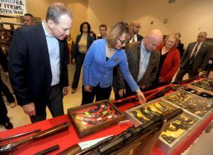 Gabby Giffords en feria de armas